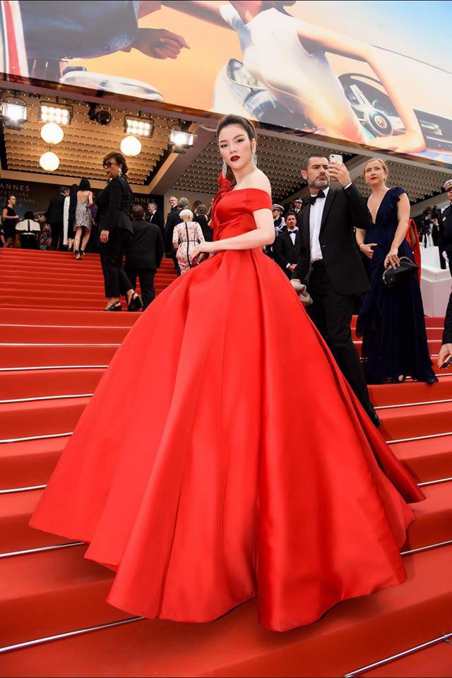 Lý Nhã Kỳ và những lần càn quét thảm đỏ Cannes: Đẳng cấp chẳng kém sao quốc tế, gây sốt nhất là màn đọ sắc bên Phạm Băng Băng - Ảnh 2.