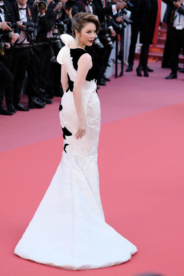 Lý Nhã Kỳ và những lần càn quét thảm đỏ Cannes: Đẳng cấp chẳng kém sao quốc tế, gây sốt nhất là màn đọ sắc bên Phạm Băng Băng - Ảnh 6.