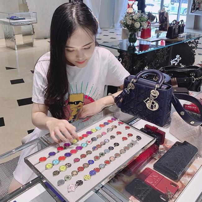 Vừa tiết lộ doanh thu 1 tháng gần 2 tỷ, bà bầu 9X Quỳnh Anh - vợ cầu thủ Duy Mạnh đã mạnh tay sắm cả núi đồ hiệu - ảnh 10