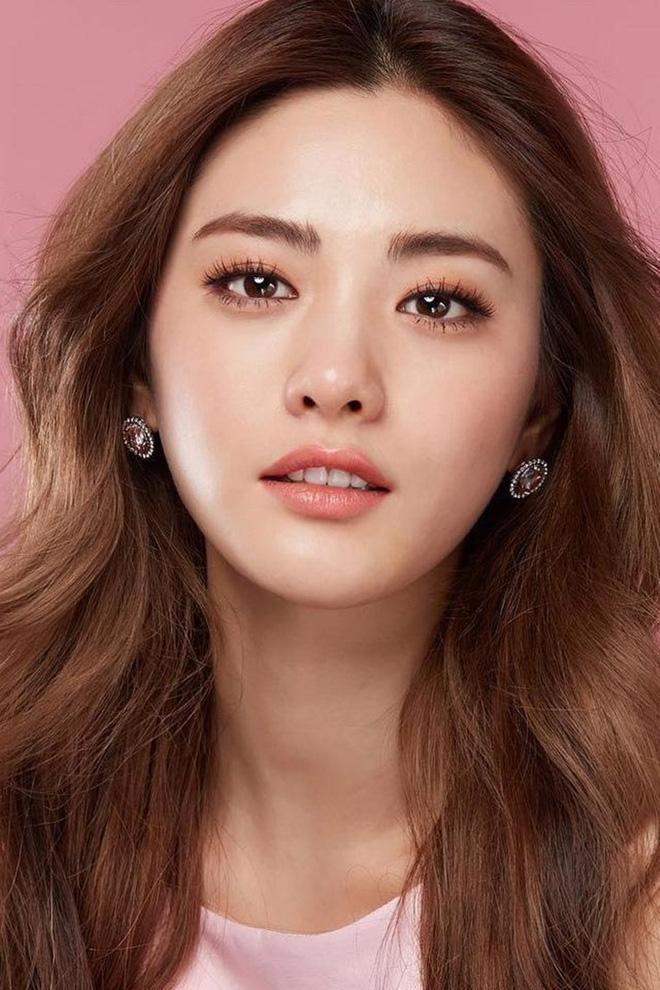 Ngỡ ngàng 10 sự thật về dàn tài tử hot nhất xứ Hàn: Song Joong Ki từng trộm đồ, Lee Jong Suk là song trùng của mỹ nhân đẹp nhất thế giới? - Ảnh 7.