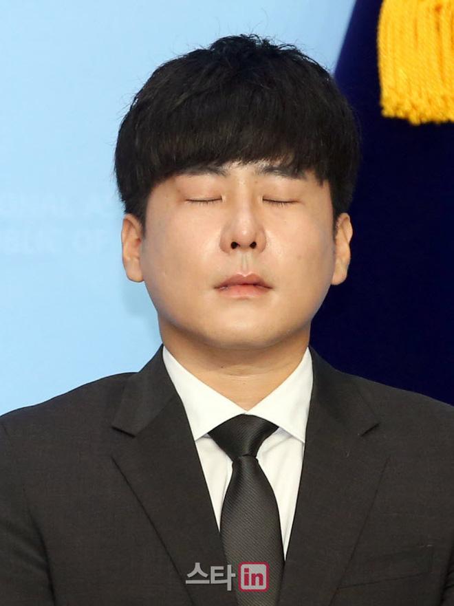 Anh trai Goo Hara mở họp báo nóng: Bật khóc vì luật bảo vệ em gái bị bác bỏ, mẹ ruột phụ bạc có thể được hưởng 50% tài sản - Ảnh 7.