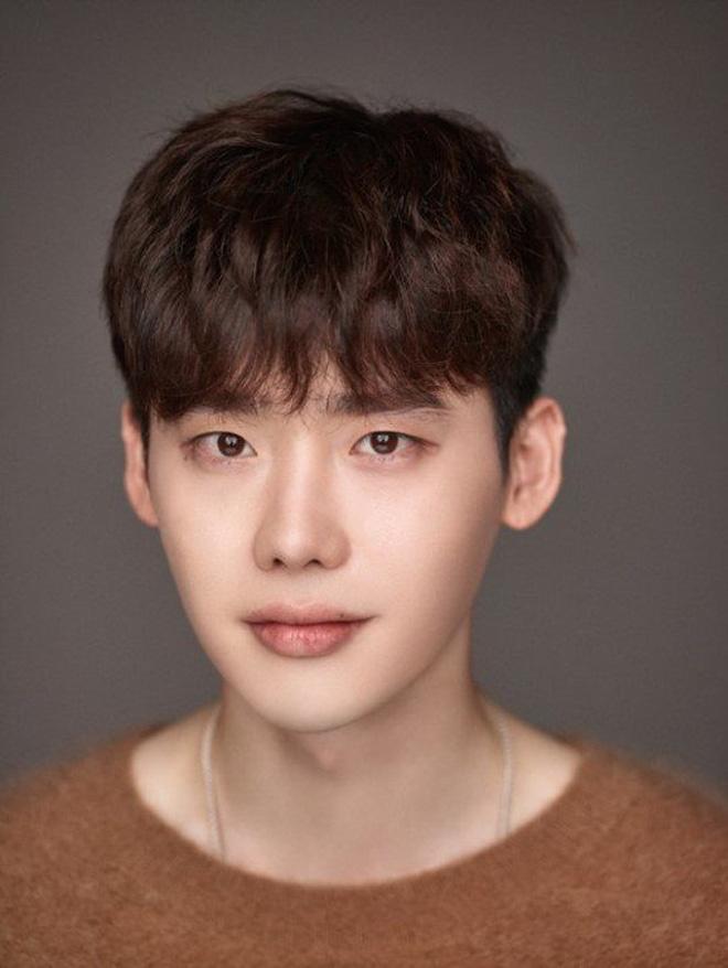 Ngỡ ngàng 10 sự thật về dàn tài tử hot nhất xứ Hàn: Song Joong Ki từng trộm đồ, Lee Jong Suk là song trùng của mỹ nhân đẹp nhất thế giới? - Ảnh 8.