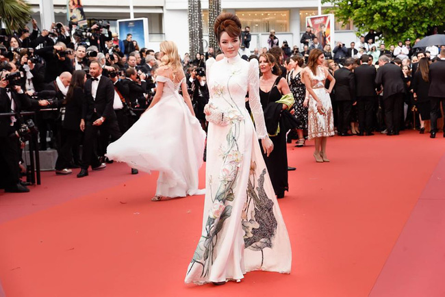 Lý Nhã Kỳ và những lần càn quét thảm đỏ Cannes: Đẳng cấp chẳng kém sao quốc tế, gây sốt nhất là màn đọ sắc bên Phạm Băng Băng - ảnh 11