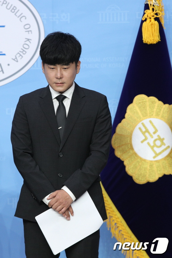 Anh trai Goo Hara mở họp báo nóng: Bật khóc vì luật bảo vệ em gái bị bác bỏ, mẹ ruột phụ bạc có thể được hưởng 50% tài sản - Ảnh 9.