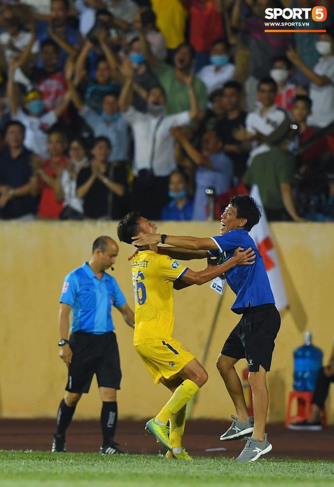 Cầu thủ HAGL ức chế, bóp cổ đối phương trong trận thua Nam Định - Ảnh 9.