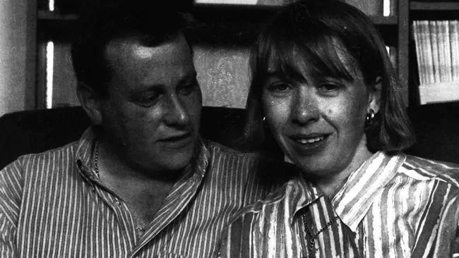 Bức ảnh chấn động nước Anh: Mỉm cười bên con gái sơ sinh, người phụ nữ không ngờ chồng lại vô ý giao đứa trẻ cho kẻ bắt cóc ngay sau đó - Ảnh 2.
