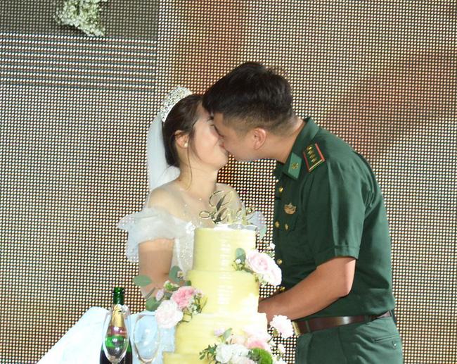 """Đến tham gia chương trình """"Chúng tôi là chiến sĩ"""", chú bộ đội bất ngờ phát hiện bản thân thành chú rể trong đám cưới bí mật - Ảnh 5."""