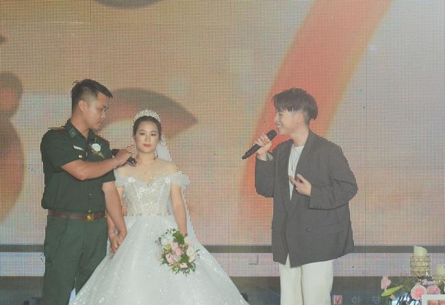 """Đến tham gia chương trình """"Chúng tôi là chiến sĩ"""", chú bộ đội bất ngờ phát hiện bản thân thành chú rể trong đám cưới bí mật - Ảnh 6."""