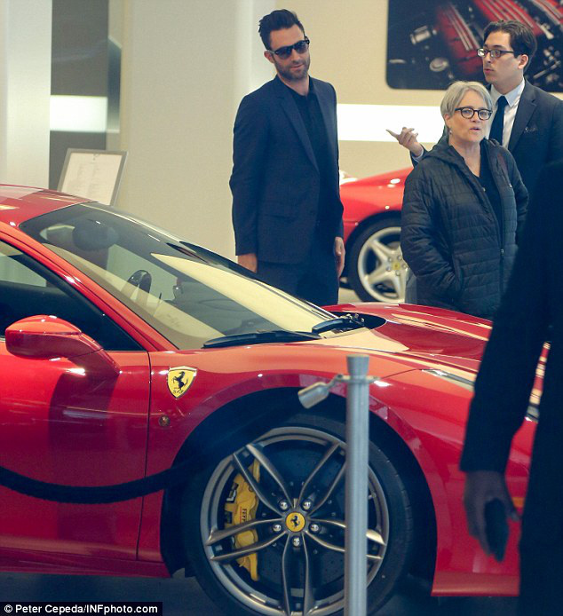 Nhân viên Ferrari bán xe tiền tỷ như thế nào? Họ kiếm được bao nhiêu mỗi năm? - Ảnh 2.