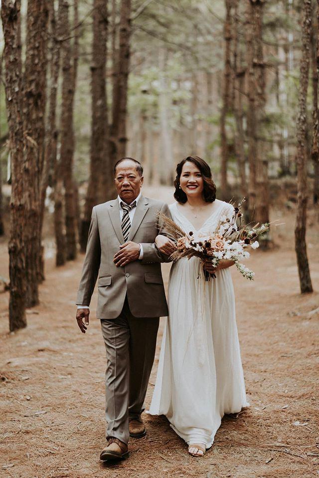 Đám cưới đặc biệt như phim của cô dâu nhà nghề ở Đà Lạt: Chỉ có 50 khách mời, không chụp trước hình cưới và thật nhiều nước mắt - Ảnh 2.