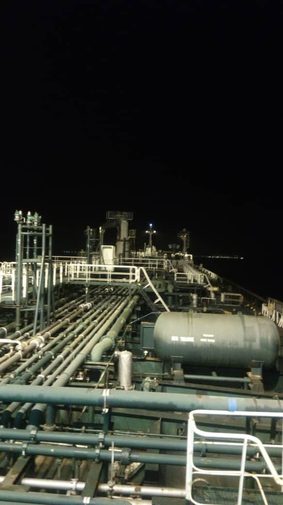 NÓNG: Đối đầu nghẹt thở, Venezuela và Iran thắng 1-0, tàu dầu Iran cắt mặt tàu đặc chủng mang cờ Mỹ - Ảnh 1.