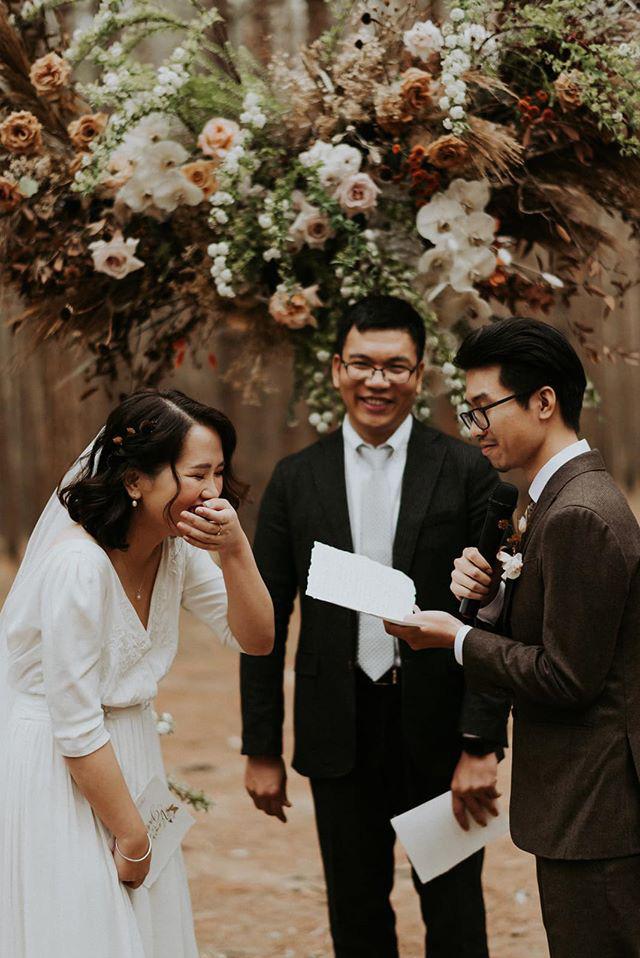 Đám cưới đặc biệt như phim của cô dâu nhà nghề ở Đà Lạt: Chỉ có 50 khách mời, không chụp trước hình cưới và thật nhiều nước mắt - Ảnh 8.