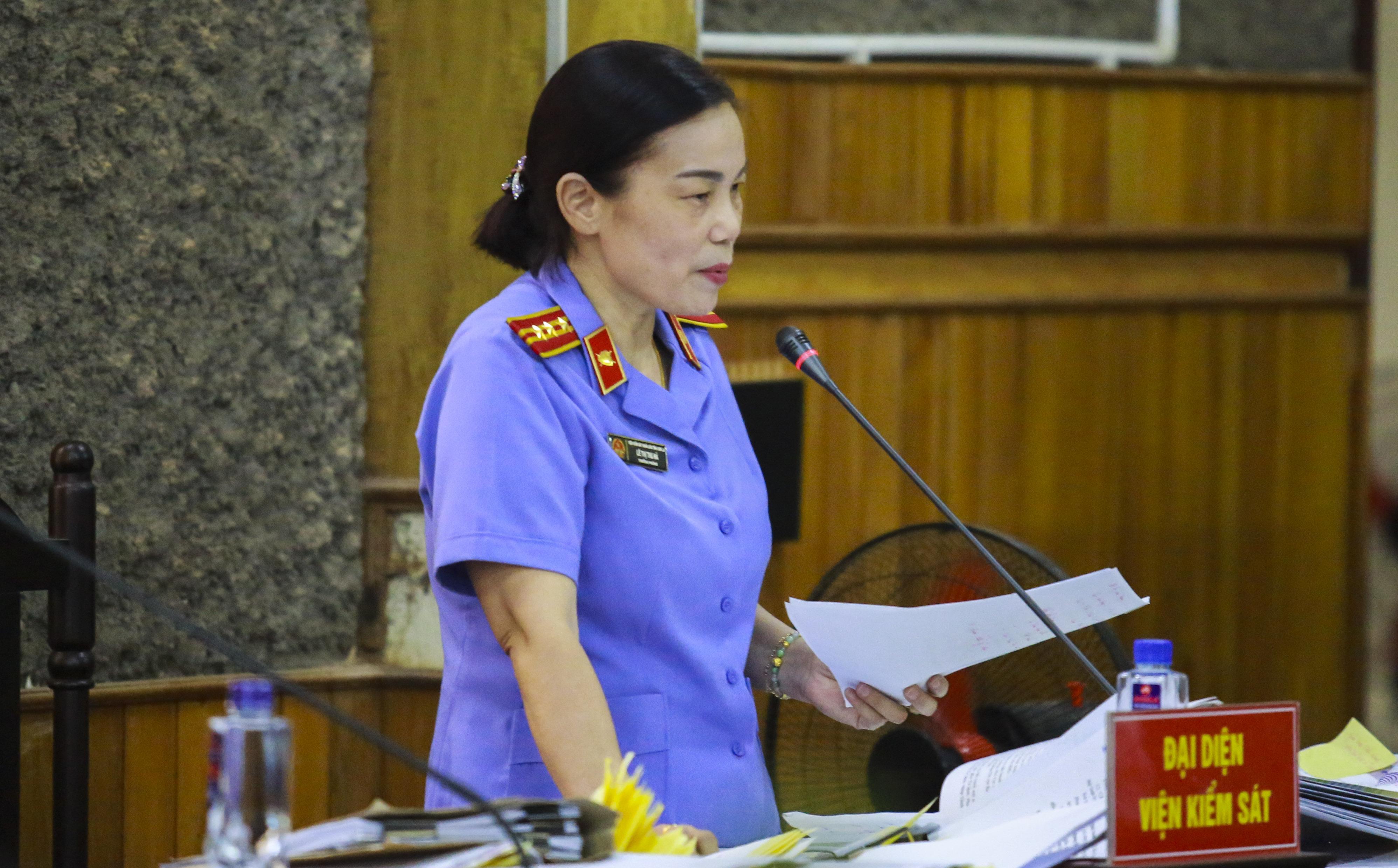 """Màn đối đáp """"nảy lửa"""" giữa đại diện viện kiểm sát và cựu Phó giám đốc Sở GD-ĐT Sơn La"""