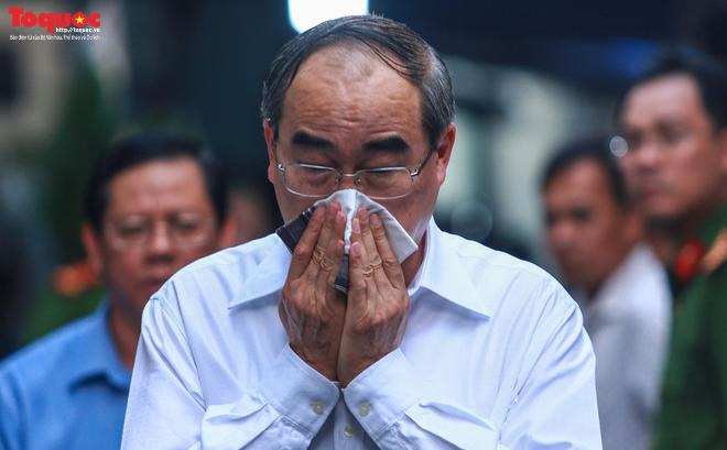 Bí thư Nguyễn Thiện Nhân bật khóc khi viếng bé trai bị cây phượng vĩ đè tử vong tại trường