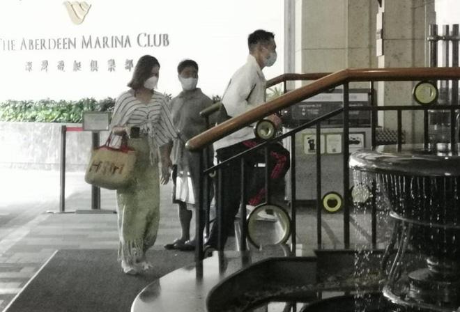 Hoa hậu Hong Kong hẹn hò thiếu gia sòng bạc Macau: Gia thế khủng và gợi cảm cỡ nào? - Ảnh 2.