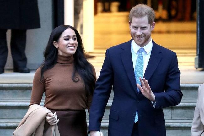 Meghan Markle nói hoàng gia Anh có âm mưu chống lại mình khiến dư luận càng thêm tức giận vì chi tiết vô lý - Ảnh 2.