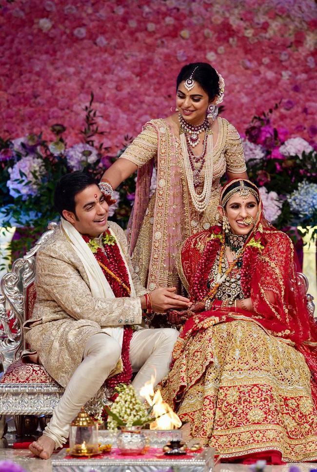 Con dâu của tỷ phú giàu nhất châu Á: Gia thế không tầm thường, nên duyên từ năm 4 tuổi và được mẹ chồng cưng chiều với quà cưới 1000 tỷ đồng - Ảnh 4.