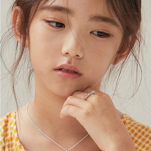 Xót xa câu chuyện mẫu nhí xứ Hàn sở hữu gương mặt đẹp nhất thế giới phải đối diện với bệnh tật vì lạm dụng mỹ phẩm - Ảnh 9.