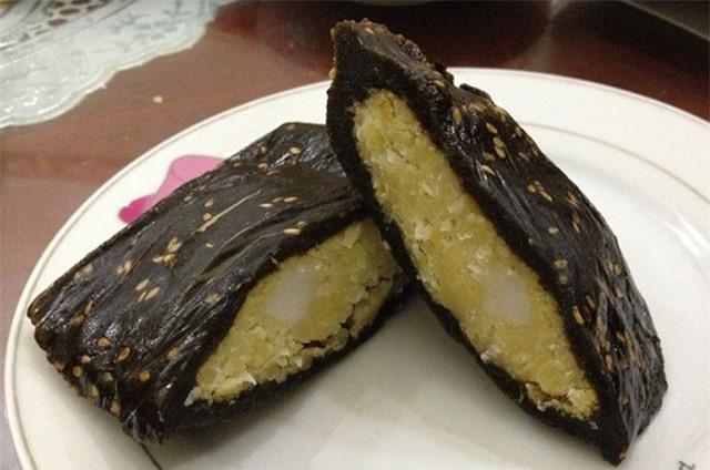 Đi đường ở Nhật tiện tay hái nắm lá, cô gái chế ngay được món bánh nức tiếng quê nhà khiến mọi người tới tấp hỏi công thức - Ảnh 1.