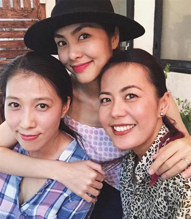 Hội bạn thân 10 năm showbiz tụ họp: Nhan sắc hậu tăng cân của Hà Tăng chiếm spotlight, càng nhìn càng hút hồn - Ảnh 2.