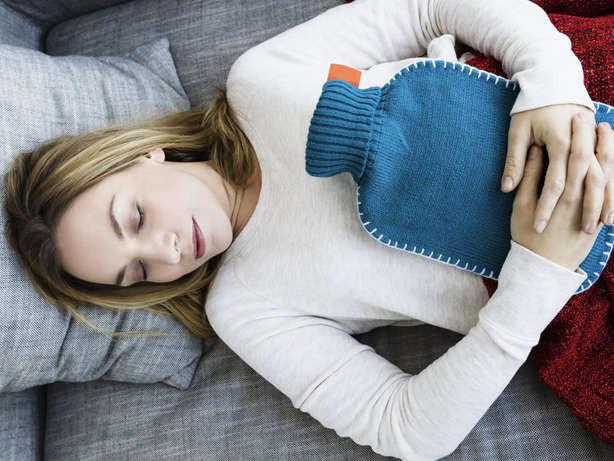 10 mẹo giúp bạn đẩy lùi cơn đau bụng tại nhà - Ảnh 1.