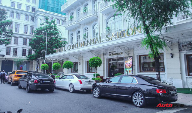 Dàn siêu xe, siêu sang trị giá gần 100 tỷ đồng tụ họp gây náo loại Sài Gòn - Ảnh 2.