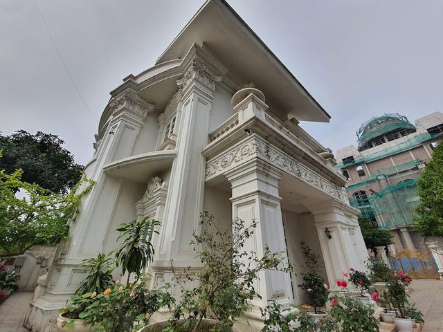 Sau biệt thự dát vàng mọi ngõ ngách, đại gia Hải Dương sắp ra mắt lâu đài 10 triệu USD - Ảnh 2.