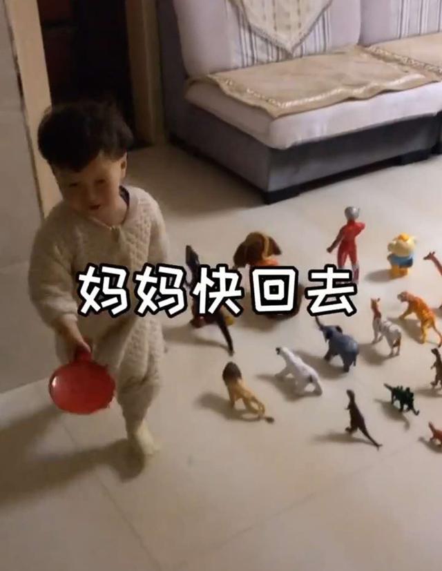 Đang ngủ thấy con trai dẫn cả dàn chiến hữu ra phòng khách, biết lý do người mẹ xúc động không nói nên lời - Ảnh 5.