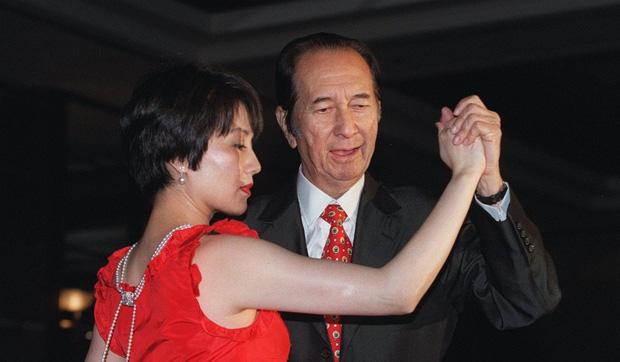 Những chuyện ít ai biết về truyền kỳ vua sòng bài Macau Hà Hồng Sân: Là anh em họ với Lý Tiểu Long, đến biển số xe cũng đặc biệt hơn người - Ảnh 5.