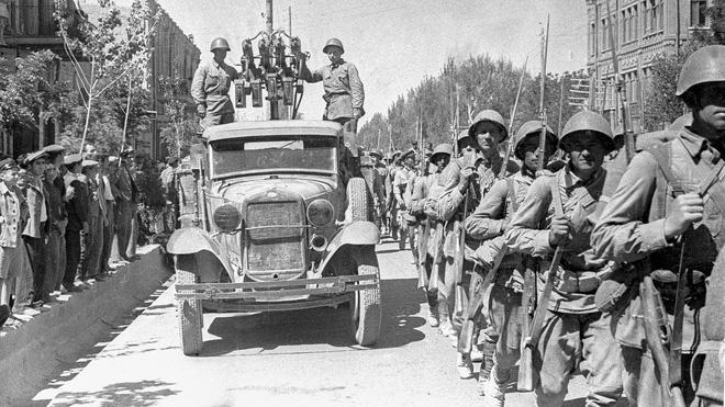 Cái bắt tay giữa Hồng quân Liên Xô và phương Tây: Chỉ 1 chiến dịch thất bại đã gây hậu hoạn khôn lường - Ảnh 1.