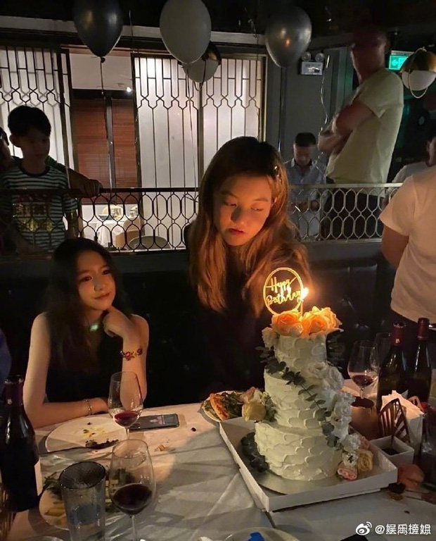 Con gái Vương Phi gây sốt với ảnh sinh nhật tuổi 14: Tóc vàng cực nổi, tạo dáng so deep, nhìn tưởng idol nào - Ảnh 3.