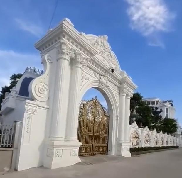Chủ nhân tòa lâu đài có hẳn sân đỗ trực thăng ở Thái Bình là ai? - Ảnh 4.