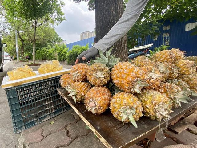 Hoa quả siêu rẻ tràn vỉa hè Hà Nội - Ảnh 10.