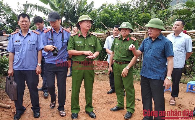 Nóng: Bố dượng lao vào chém 2 vợ chồng con gái ở Điện Biên, 3 người tử vong