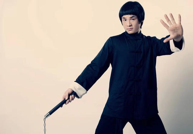 Thách đấu Chân Tử Đan bất thành, võ sư Triệt Quyền Đạo quay sang tuyên chiến Yi Long - Ảnh 2.