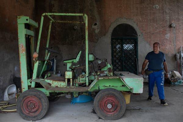 Thất nghiệp vì dịch Covid-19, người Italy bỏ thành thị về quê làm nông - Ảnh 1.