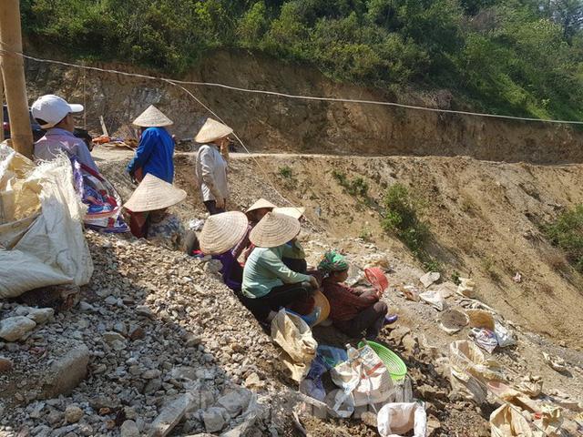 Cận cảnh công trường khai thác vàng trái phép ở 'mỏ tử thần' Minh Lương - Ảnh 14.