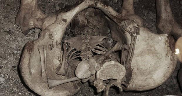 Bí ẩn bộ hài cốt 1.300 năm tuổi sinh con trong quan tài và lý giải cho hiện tượng khiến nhiều người rùng mình - Ảnh 3.