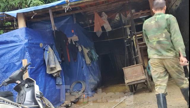 Cận cảnh công trường khai thác vàng trái phép ở 'mỏ tử thần' Minh Lương - Ảnh 3.