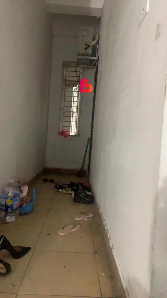 Bất thình lình đến nhà người yêu, thanh niên thấy đôi giày khả nghi bên ngoài cửa rồi điếng người với hình ảnh nhạy cảm bên trong - Ảnh 3.