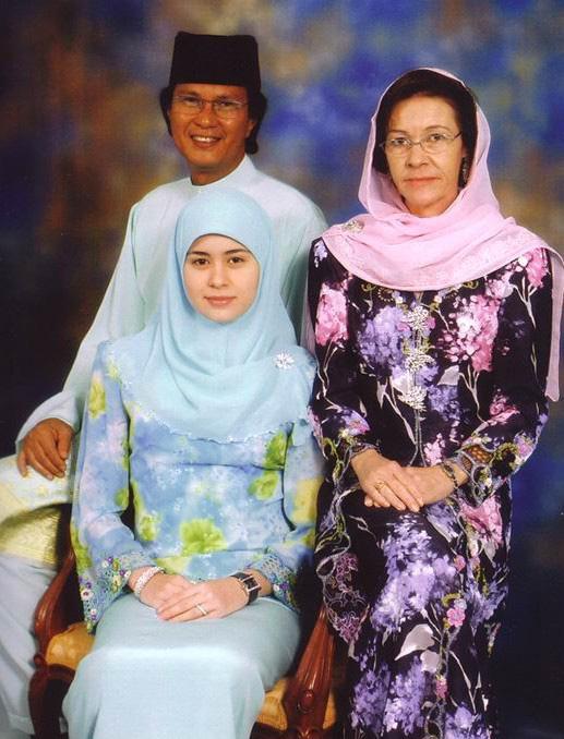 Nàng dâu Lọ Lem của hoàng gia Brunei trong hôn lễ xa hoa bậc nhất châu Á cách đây 16 năm hiện giờ có cuộc sống ra sao? - Ảnh 5.