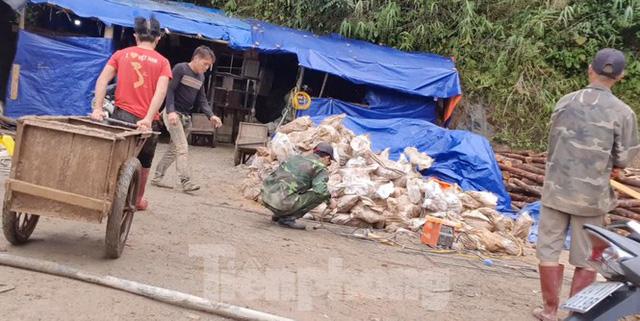 Cận cảnh công trường khai thác vàng trái phép ở 'mỏ tử thần' Minh Lương - Ảnh 8.
