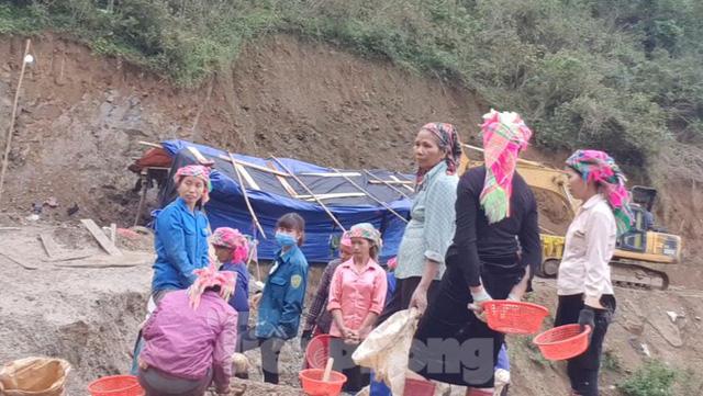 Cận cảnh công trường khai thác vàng trái phép ở 'mỏ tử thần' Minh Lương - Ảnh 9.
