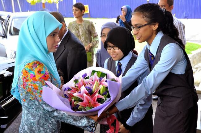Nàng dâu Lọ Lem của hoàng gia Brunei trong hôn lễ xa hoa bậc nhất châu Á cách đây 16 năm hiện giờ có cuộc sống ra sao? - Ảnh 10.