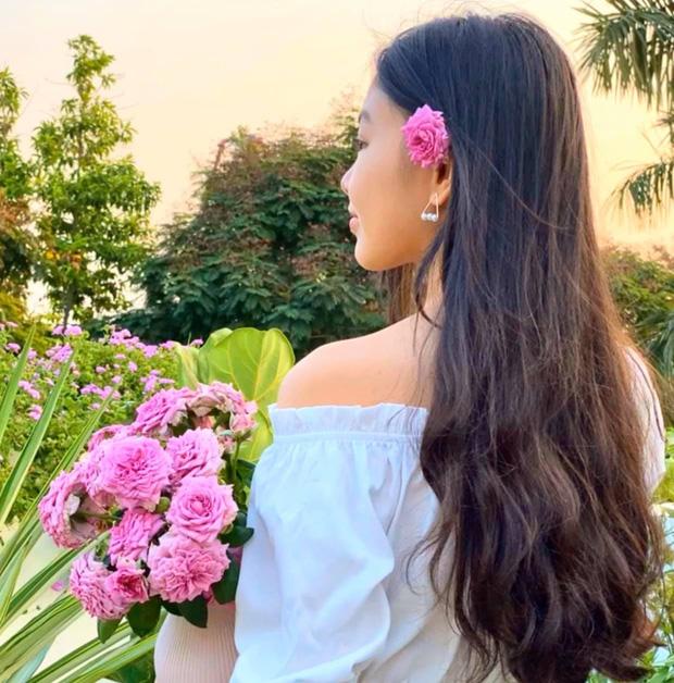 Cực phẩm vườn hồng: Con gái MC Quyền Linh khoe tóc dài thướt tha, góc nghiêng mỹ miều khiến dân tình mê đắm - Ảnh 1.