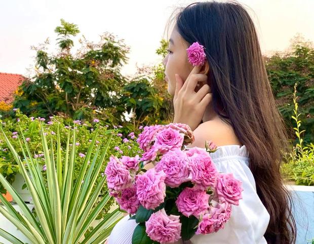 Cực phẩm vườn hồng: Con gái MC Quyền Linh khoe tóc dài thướt tha, góc nghiêng mỹ miều khiến dân tình mê đắm - Ảnh 2.