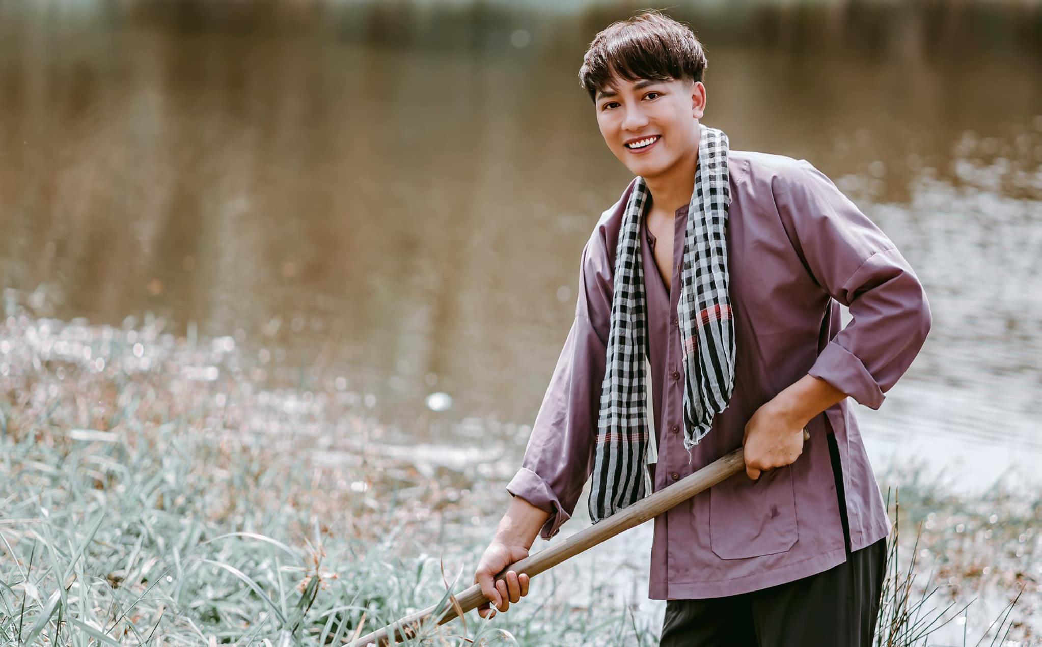 """MV """"Áo cũ tình mới"""" của Châu Khải Phong sắp cán mốc 2 triệu lượt xem"""