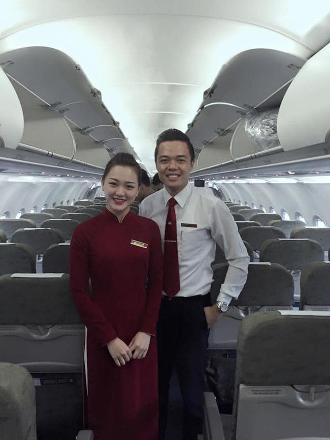 Chết đứ đừ đồng nghiệp hạng thương gia, nam tiếp viên hàng không rước nàng về dinh sau màn cầu hôn ở Pháp - ảnh 1