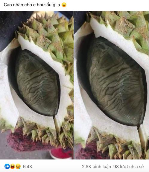 Vừa mở quả sầu riêng, cô gái giật mình vì ngỡ một con chuột béo nằm bên trong, nhưng hóa ra lại là múi sầu riêng màu đen lần đầu thấy trong đời - ảnh 1