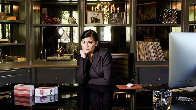 Kylie Jenner bị Forbes tước danh tỷ phú  - Ảnh 1.